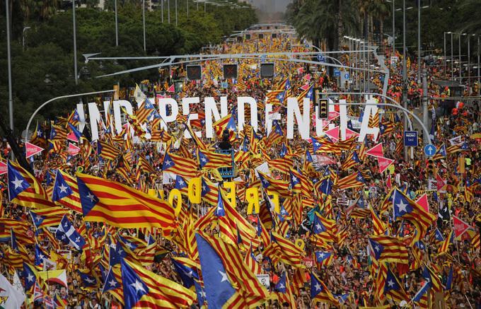 카탈루냐 대규모 시위에 대한 이미지 검색결과