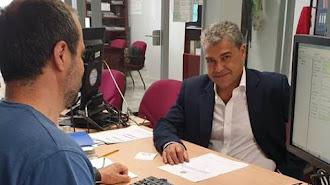 El rector, en el momento de inscribir oficialmente su candidatura a la reelección.