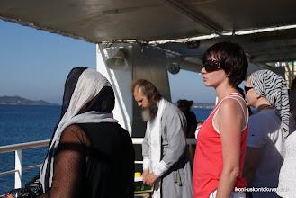 Photo: Venäläiset pyhiinvaeltajat pitivät rukoushetken laivalla.
