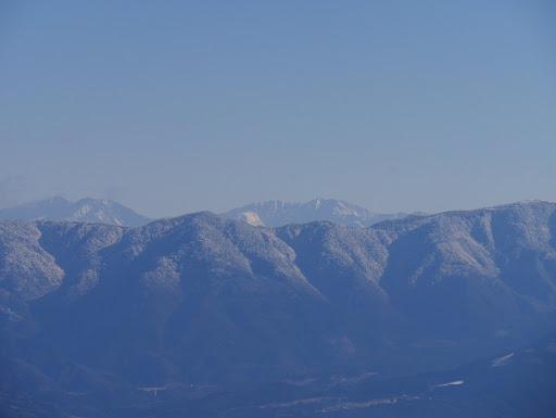 南アルプス(中央に赤石岳)、右手前に富士見台