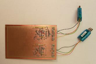 Photo: Visão do lado da solda 25/12/11 - Uma visão pelo lado da solda. Eu aproveitei o excedente dos contatos dos componentes para conectar os componentes uns aos outros.