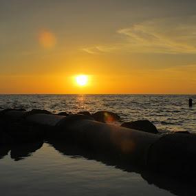 Sunset at Teluk Robina by Jurugambar Perkahwinan - Landscapes Sunsets & Sunrises ( peaceful, sunset, beach, yellow )