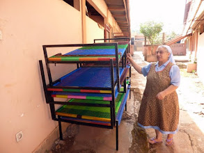 Photo: Cette année encore, nous avions demandé à soeur Assunta de nous faire confectionner 10 lits à Azové
