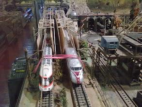 Photo: um die  empfindlichen Steckverbindungen zu schonen,bleiben 2 Triebzüge auf dem Gleis