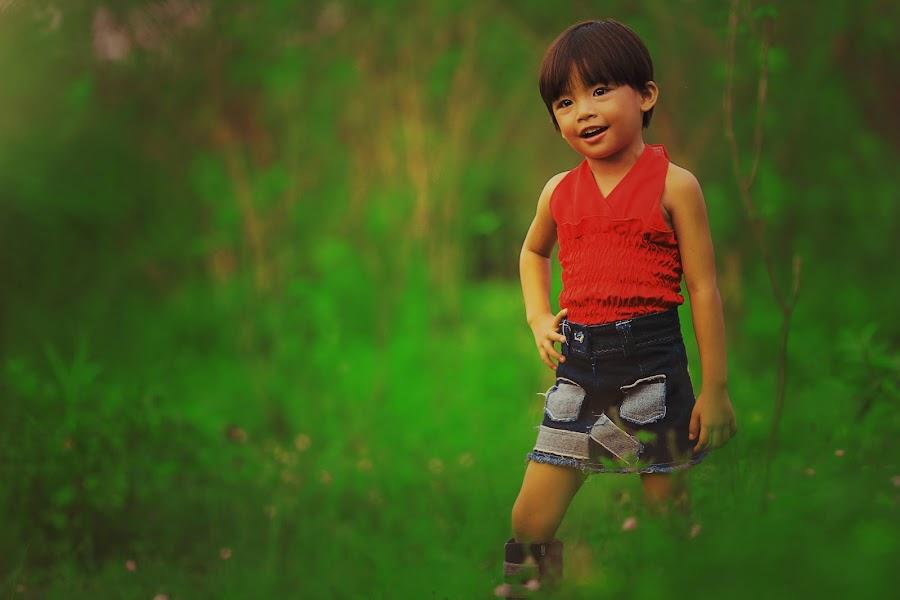 Fz-Gwondousetoyrtis by Mike Sum - Babies & Children Child Portraits