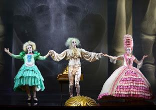 """Photo: WIEN/ Burgtheater: """"Der eingebildete Kranke"""" von Jean Baptist Moliere, Premiere 5.12.2015. Inszenierung: Herbert Fritsch. Markus Mayer,  Joachim Meyerhoff, Dorothee Hartinger. Copyright: Barbara Zeininger"""