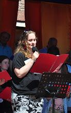 Photo: Meike leest voor uit de Bijbel