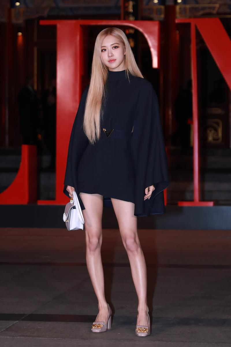 https___hypebeast.com_wp-content_blogs.dir_6_files_2020_02_blackpink-rose-style-wardrobe-essentials-how-to-dress-like-k-pop-celebrity-singer-1