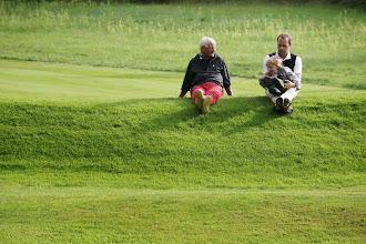 Photo: Warten auf die Top-Spieler an der 16: Uli Klingler und Tobias Kranz mit Nachwuchs.