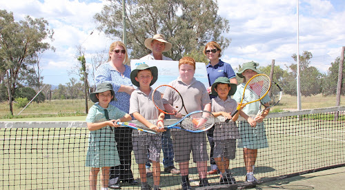 ACED IT: Fairfax Public School students and budding Hotshots tennis stars Hazel Woolford, 6, Blake Nobilo, 8, Max Laird, 9, Dominic Calsena, 7, and Brigid Murphy, 9, with back, ANZ Narrabri and Wee Waa branch manager Katie Phelan, Fairfax P and C vice-president Patrick Murphy and ANZ North West NSW regional executive Catherine Smith following a $10,000 donation which will enable maintenance on the courts, particularly the fence, inset, which is in desperate need of repair.