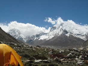 Photo: Kedardome(right) and Kedarnath(left)