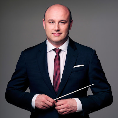 Talking with conductors: Riccardo Frizza