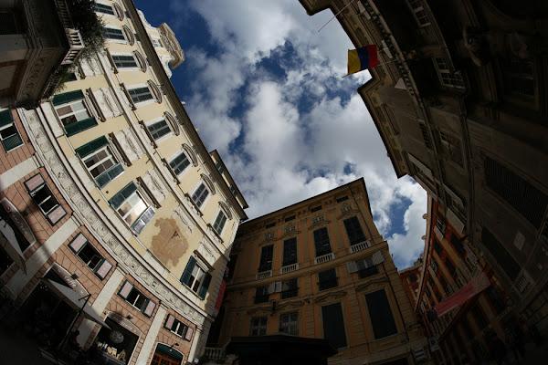 Piazza della Meridiana a Genova di Antonio Sculli