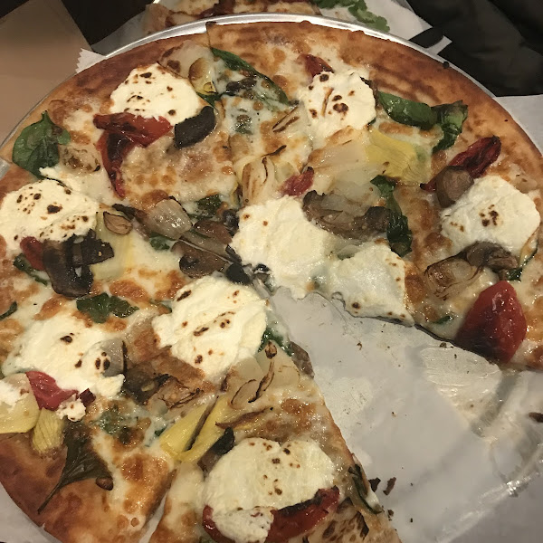 I have CD and ordered the GF white Florentine pizza with added mushroom and sweet onions. It was delicious! Then crust was thin and crispy. I didn't get sick. Will definitely be go back.
