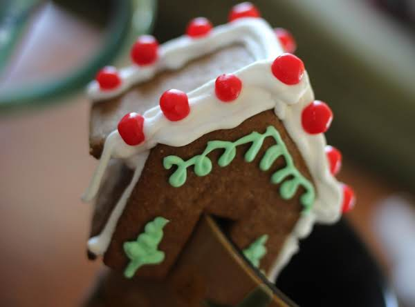 Mini Gingerbread House To Sit On The Rim Of Your Mug Of Hot Cocoa, Tea Or Coffee!  The Perfect Holiday Treat To Dip Into Your Beverage!