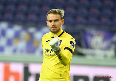 Timon Wellenreuther moet (bij gebrek aan concurrentie?) niet vrezen voor zijn plek: Duitser blijft ook tegen Standard in het doel