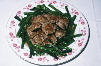 Photo: 04621 広州市/野味香飯店/料理/香堯仙下凡/椎茸に犬肉と貝柱のミンチをのせて蒸す。