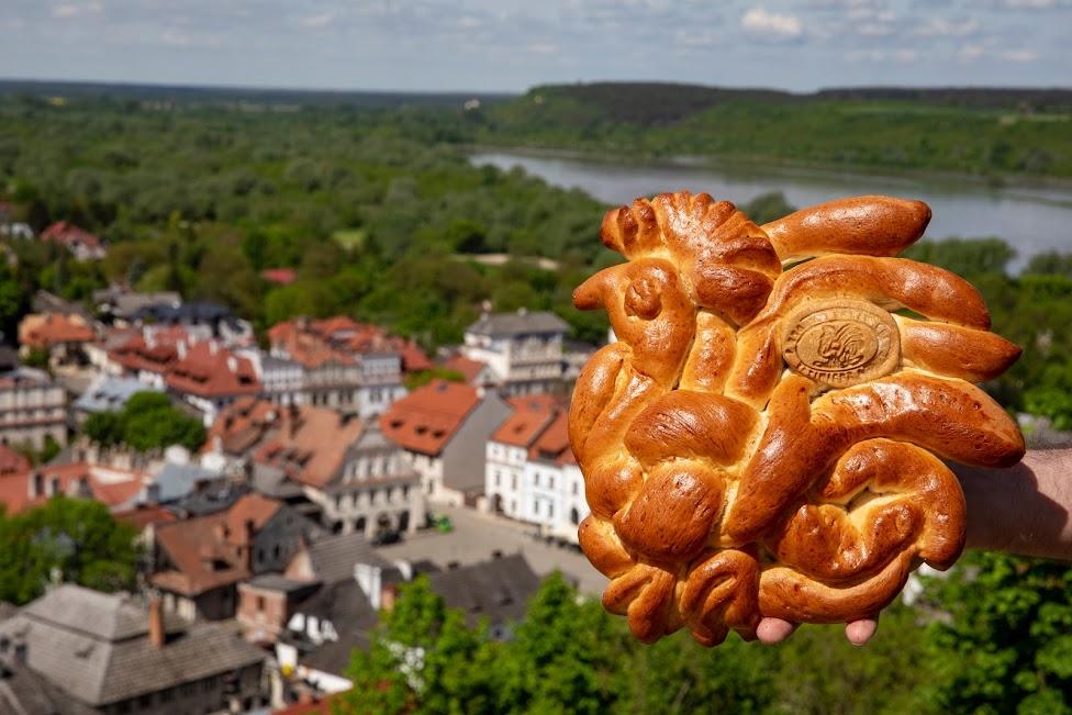 Kaziemirz Dolny, kogut z ciasta, symbol miasta