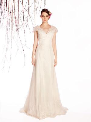 Robe de mariée Echo col V petites manches courtes dentelle fine