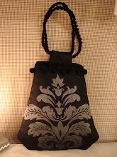 Photo: borsina di ispirazione vintage, modello di Emma Brennan, in tessuto da arredamento con manici macramè