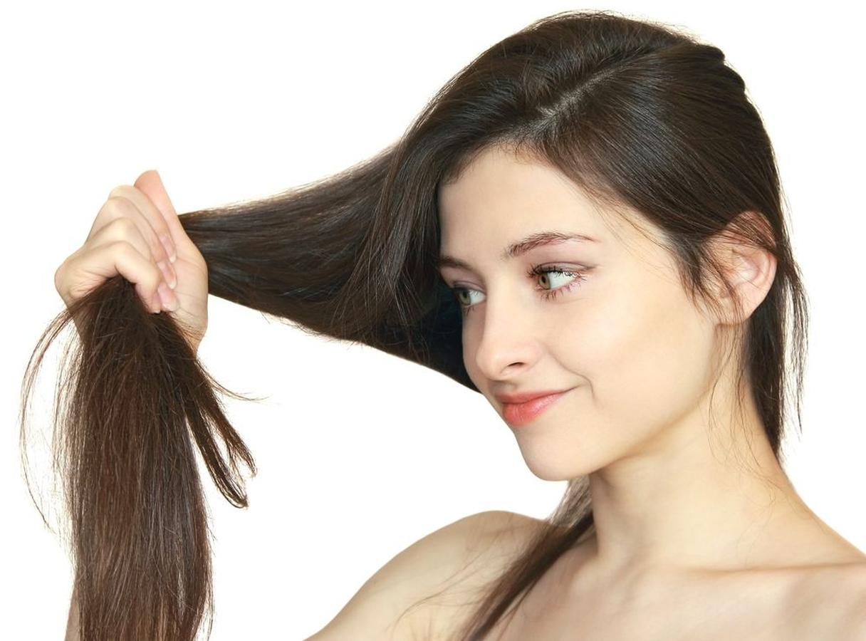 Cắt tỉa tóc thường xuyên giúp loại bỏ tóc hư tổn