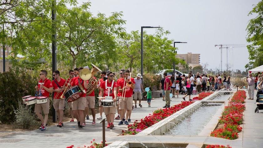 La Charanga de LA VOZ volverá a llevar la música al Parque de las Familias.
