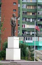Photo: Bill Clintonin patsas - kosovolaiset ovat kiitollisia NATO-avusta vuosituhannen vaihteessa