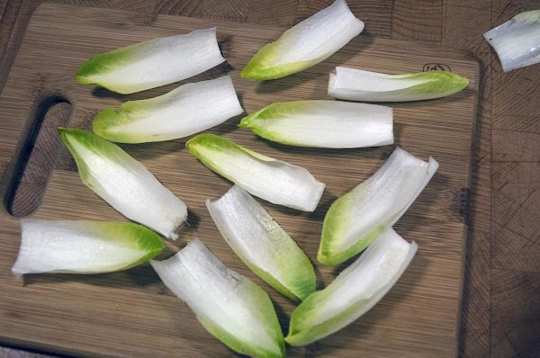 Pull open the endive into individual pieces.