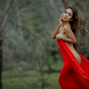 La FURIA ROJA ! by Budhi Rifani - People Fashion