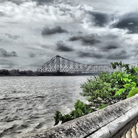 Howrah Bridge by Jhilam Deb - Novices Only Landscapes ( ganga, cloudy day, kolkata, bridge, howrah,  )