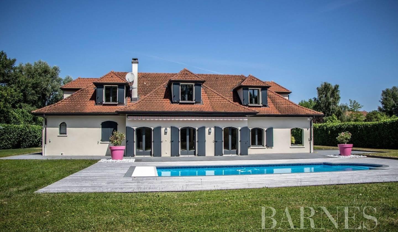 Villa with pool Prévessin-Moëns