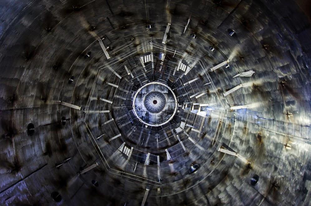 Святая святых, металлический цилиндр внутри стенда
