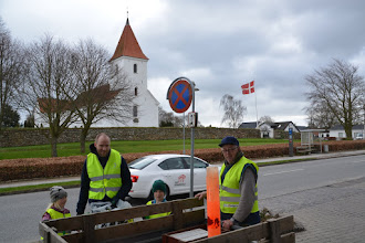 Photo: Opsamling af affaldssække ved Malling kirke