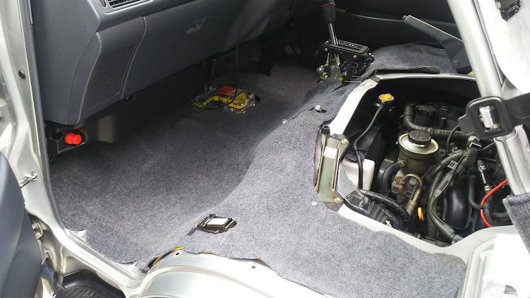 ハイエース TRH112Vの100系ハイエース,カーペット清掃,デッドニングに関するカスタム&メンテナンスの投稿画像4枚目