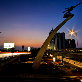 Monumen Selatan Datang, Jakarta by Franciscus Triana - Buildings & Architecture Statues & Monuments