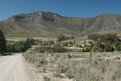Farm und Berge an der R62 bei Nollshalte