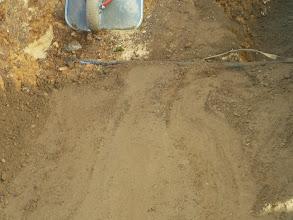 Photo: hier sieht man bis auf Wasserrohrhöhe sind sie schon wieder mit auffüllen fertig.