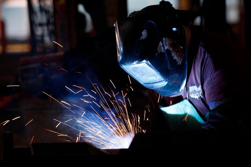 Amerikaanse vervaardiging trek saam omdat fabrieke die knyp voel