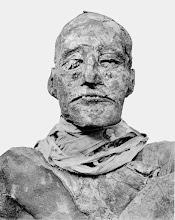 """Photo: A verdadeira múmia de Ramsés III, usada como inspiração para o maquiador Jack Pierce fazer a múmia de Karloff em """"A Múmia"""". http://filmesclassicos.podbean.com"""