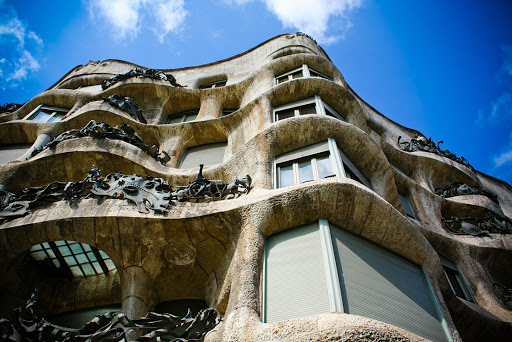 casa-mila-gaudi.jpg - Casa Milà, better known as La Pedrera, was designed by the Catalan architect Antoni Gaudí and built in 1906–1910.