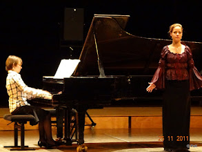 Photo: Detti Hegyi (sopraan) en Andrea Vasi achter de vleugel (Enfant, si j'étais roi - S283)