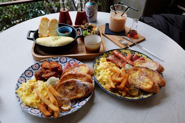 拾陌 Shihmo│ 西屯逢甲工業風早午餐,Instagram打卡熱點,厚實蛋捲與法式吐司,內用桌數少強烈建議事先訂位