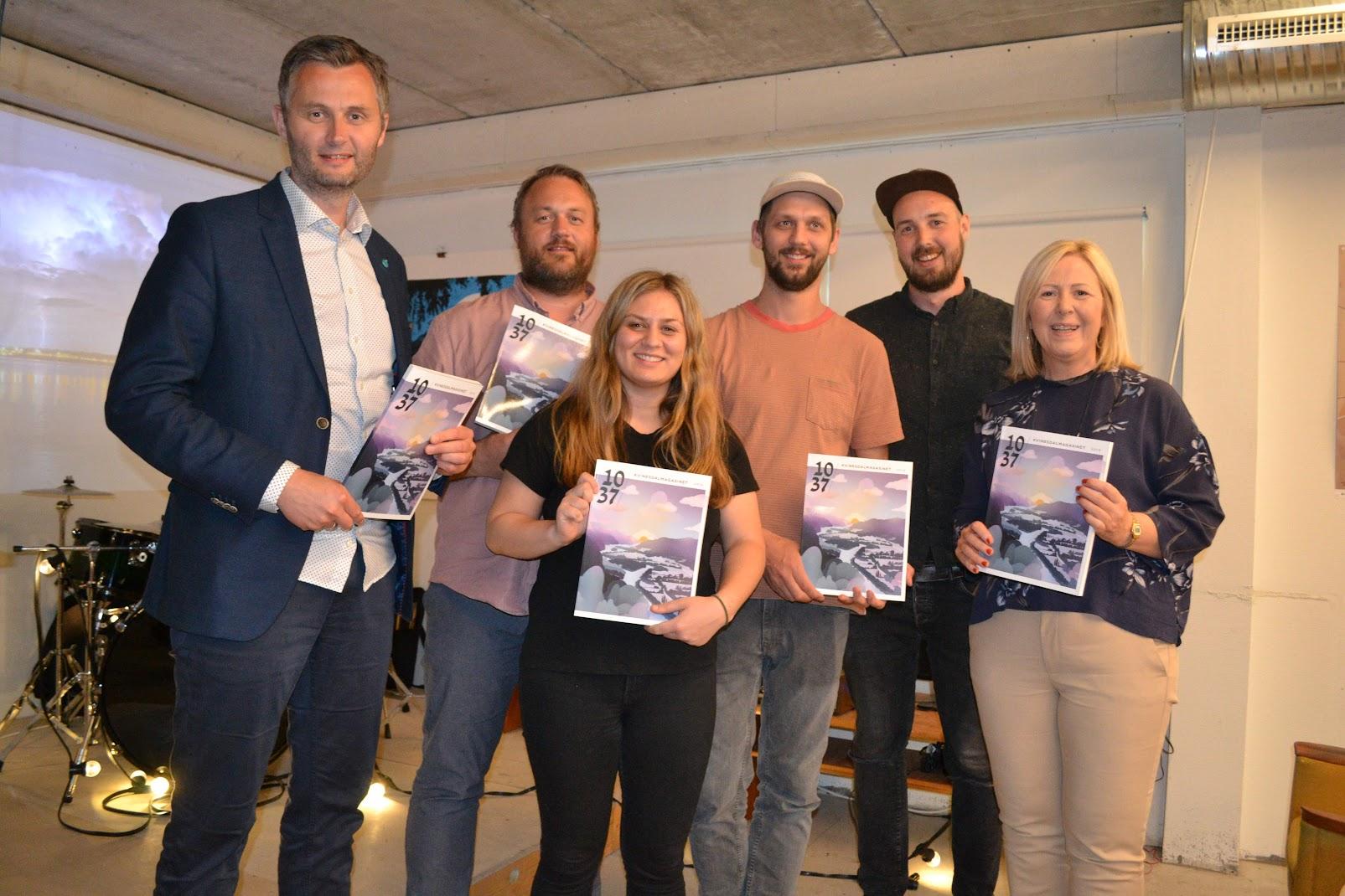 På bilde: Ordfører Per Sverre Kvinlaug, Frode Aagedal, Sunniva Rognmo Thakre, Frode Skaren, Scott Basgaard og næringssjef Liv Øyulvstad.