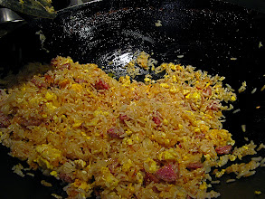 Photo: making sour sausage fried rice 4