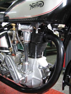 Superbe Norton Monocylindre monocylindre en sortie des ateliers Machines et Moteurs