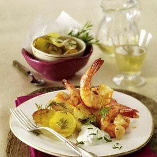 Knoblauch-Garnelen-Pfanne zu Rosmarin-Röstkartoffeln