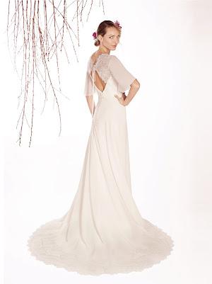 Robe de mariée Eloïse, en mousseline et dentelle fine, avec une fluidité élégante, aux manches 3/4 amples, très soyeux et chic