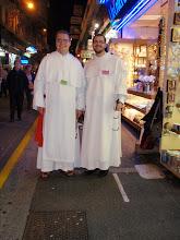 Photo: ... což platí i pro bratry mezi sebou, kteří jinak na pouti slouží na nejrůznějších místech.