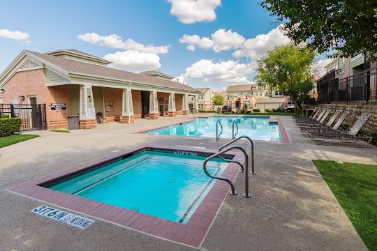 Overton Park's refreshing swimming pool