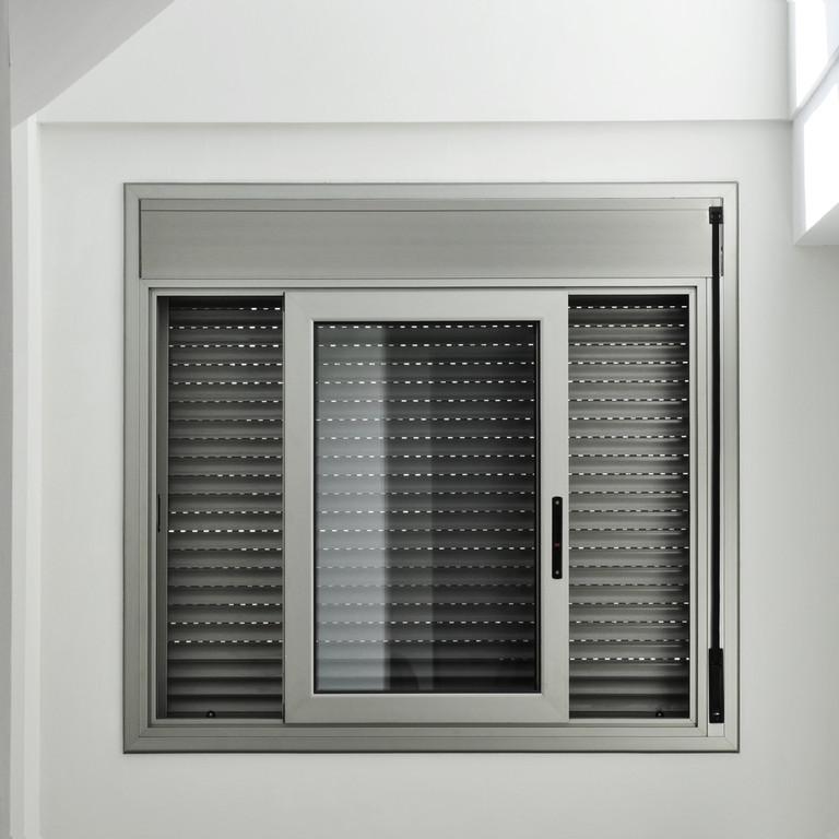 Rolety zewnętrze to koszt za pojedynczą sztukę od 200 do nawet 2000 zł.